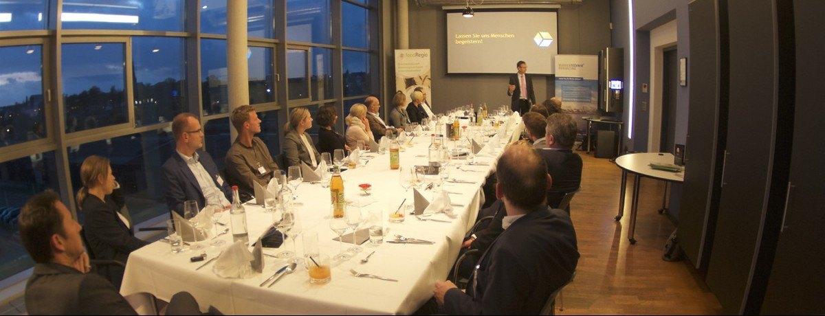 Teilnehmerrunde des 8. foodRegio Marketing Menüs