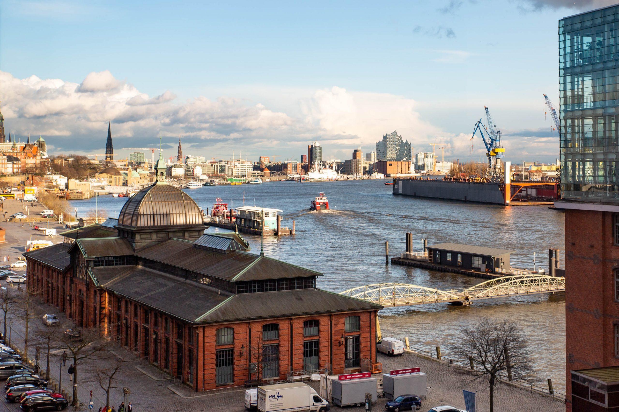 Hamburger Hafen (Foto von Dirk Heiss - unsplash)