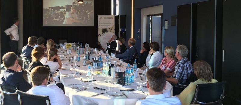 Teilnehmerrunde des 7 foodRegio Marketing Menüs