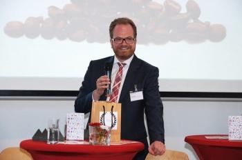 Führte durch das Programm des Marketingstages: Henning Meyer